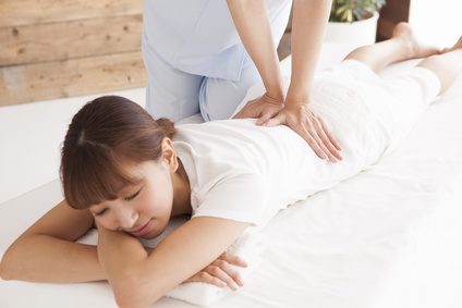 Women are subject to comfortably waist massage